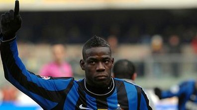 Transferts : Manchester United et Manchester City sur Balotelli