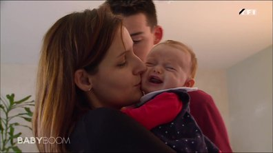 Un couple à l'écoute de leur bébé !
