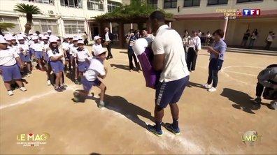 Le monde de Thomas : les All Blacks enseignent le rugby dans les écoles !