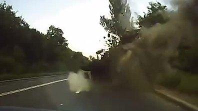 Insolite : un obus explose devant une voiture en Ukraine