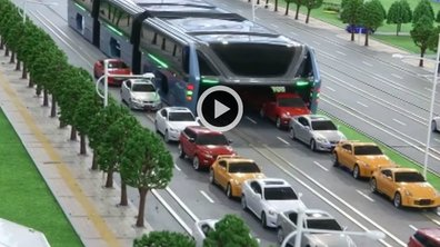 Insolite : La Chine invente le bus du futur qui passe au-dessus des voitures !