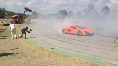 Insolite : Cristiano Ronaldo tente de tirer dans la McLaren de Jenson Button