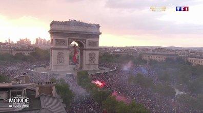 VIDEO - Sur les Champs-Elysées en fusion, Paris fête ses champions du monde