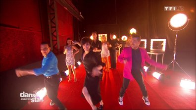 C'est parti pour le show, les danseurs pro, le jury et les animateurs mettent le feu ce soir