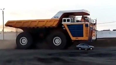 Insolite : Un camion de 450 tonnes aplatit totalement une voiture