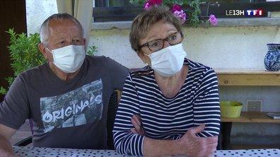 Ce couple de seniors préfère rester confiné pour le moment