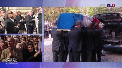 Le cercueil de Jacques Chirac applaudi par la foule devant l'église Saint-Sulpice