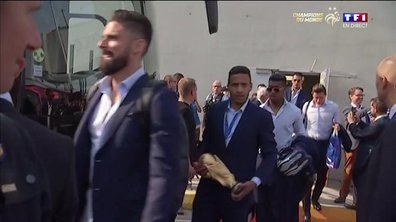 Equipe de France : Les Bleus quittent l'aéroport de Roissy !