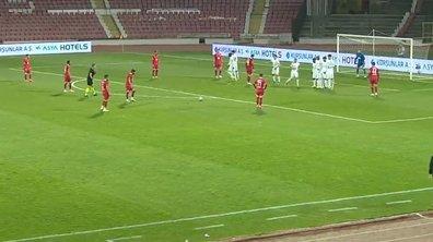 VIDEO - Dans le même match, il marque un triplé sur coup franc