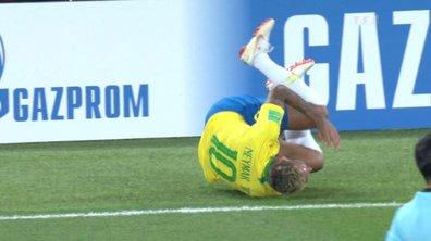 """""""Quand il éternue, il se roule par terre"""" : les twittos n'en peuvent plus des simagrées de Neymar"""