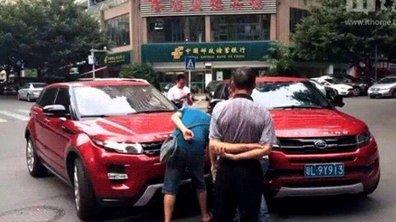 Un Range Rover Evoque percute sa contrefaçon en Chine