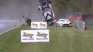 Insolite – Collision et tonneaux : le crash impressionnant en Brisitish GT