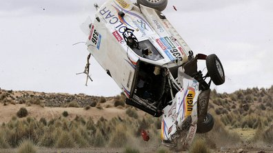Insolite : un double accident au Dakar 2015