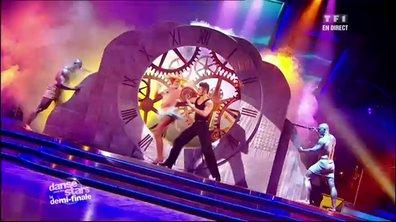 Baptiste Giabiconi et Fauve Hautot dansent un cha-cha-cha sur Le Temps qui court (Alain Chamfort)