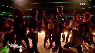 Les danseurs professionnels et les membres du jury enflamment le plateau