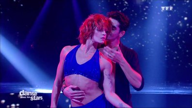 Fauve Hautot et Christophe Licata performent sur une Rumba « Against All Odds » (Phil Collins)