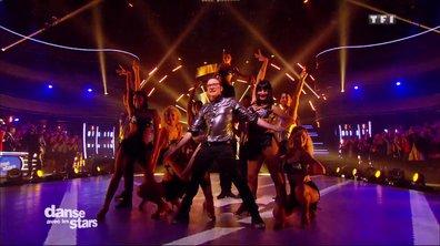 Jean-Marc Généreux et la DALS Family performent sur le tube « Born to be Alive » de Patrick Hernandez