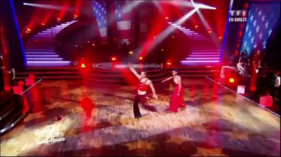 Philippe Candeloro et Candice Pascal dansent un paso doble sur Eye of the tiger (Rocky 3 : L'Oeil du tigre)
