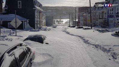 Des villes ensevelies sous la neige au Canada