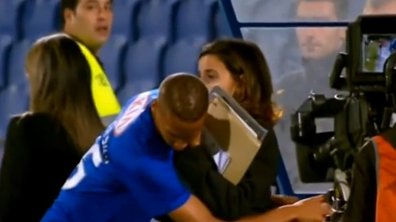 VIDEO #Séduction : Comment draguer une journaliste en plein match