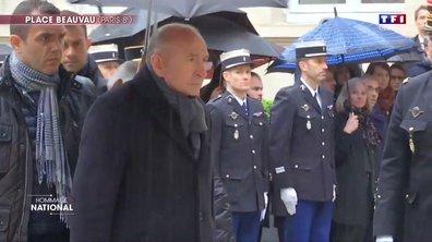 Gérard Collomb observe une minute de silence en l'honneur du lieutenant-colonel Arnaud Beltrame à la Place Beauveau