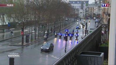 Le cortège funéraire d'Arnaud Beltrame défile dans les rues de Paris avant son arrivée aux Invalides