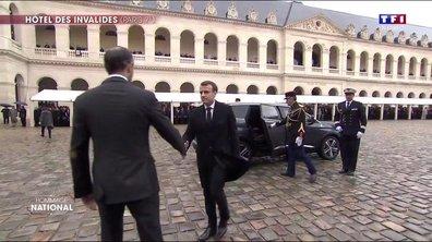 L'arrivée d'Emmanuel et Brigitte Macron dans la cour des Invalides
