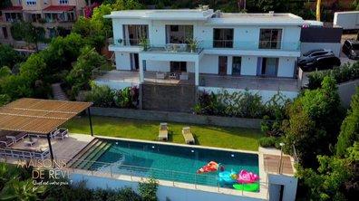 EXCLU - Visitez une villa californienne avec vue sur la baie de Cannes