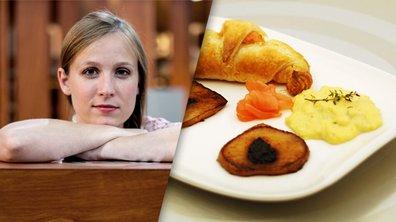 Croissant de saumon fumé au Chavroux, oeufs brouillés à la crème et poires caramélisées par Emma