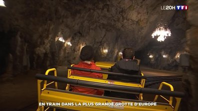 En train dans la plus grande grotte d'Europe