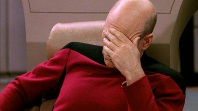 Eméché, il tente d'éclairer la route avec son flash de téléphone
