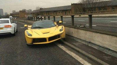 Insolite : une Ferrari LaFerrari jaune accidentée à Londres