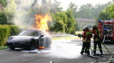 Un prototype de la future Porsche 911 prend feu !