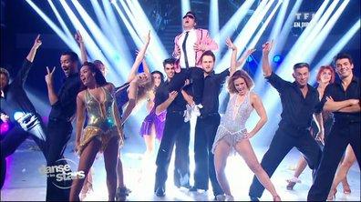 Show des danseurs sur « Gangnam Style » (Psy)