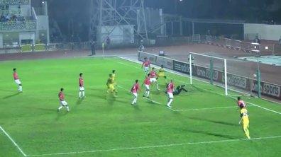 Insolite : le gardien dégage le ballon dans son but (vidéo)