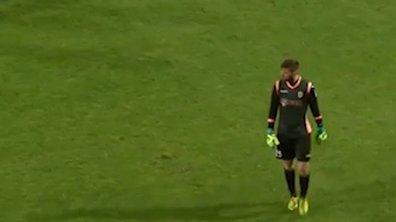 VIDEO #Boulette : Il se prend pour Neuer et se fait expulser
