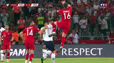 Turquie - France : Voir le gros choc de Giroud à la tête en vidéo
