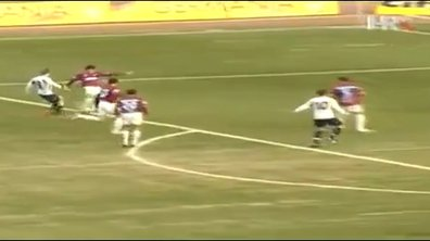 Vidéo du jour : un but contre son camp improbable !