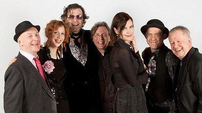 Cora Crawley en tournée avec son groupe de musique folk-rock