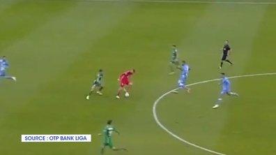 VIDEO - Un gardien se prend pour Zidane en plein match