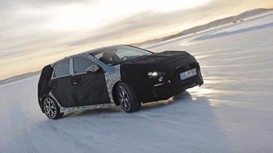 La future sportive Hyundai i30 N 2017 trace la glace avec Thierry Neuville