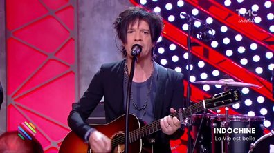 """Indochine - """"La vie est belle"""" en live exclusif sur la scène de Quotidien"""