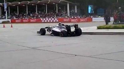 Vidéo Insolite : Maldonado accidente sa F1 dans un show