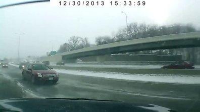 Insolite : un magnifique 360° sur autoroute enneigée !