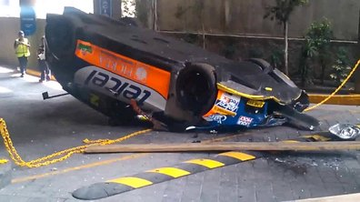 Insolite : une SEAT Leon WTCC tombe d'une plate-forme
