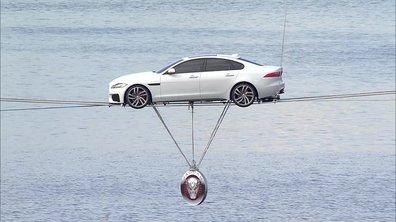 Insolite : La nouvelle Jaguar XF 2015 au-dessus de la Tamise
