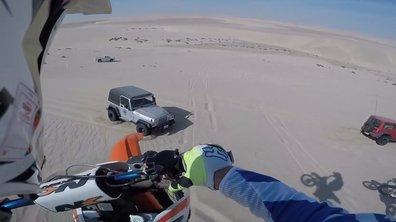 Insolite : Après un saut de 30 mètres, un motard atterrit sur une Jeep