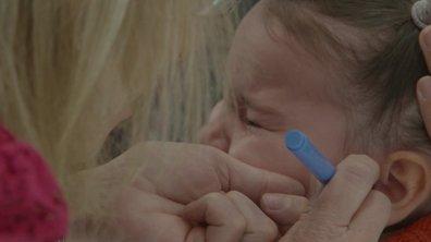 Jenna se fait percer les oreilles dans l'épisode 50 de Mamans & célèbres