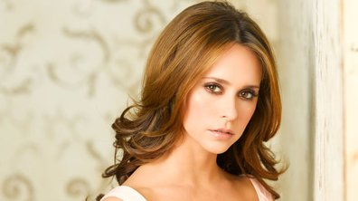 Ghost Whisperer : Jennifer Love Hewitt fait un strip tease !