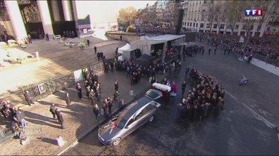 Hommage à Johnny : les proches du chanteur se recueillent autour du cercueil